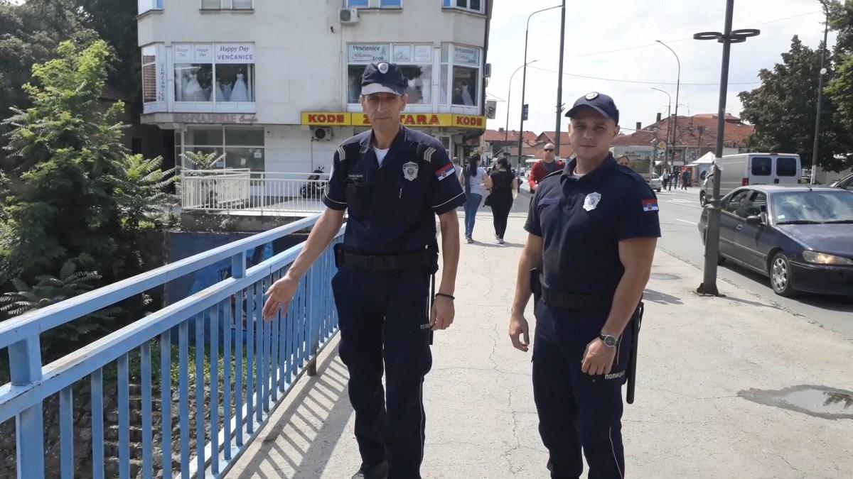 Policajci HEROJI sprečili samoubicu da skoči sa mosta